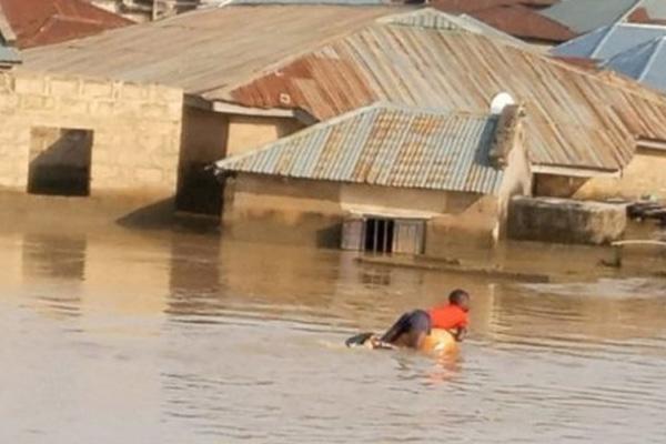 Nijerya'da sel: Binlerce insan evsiz kaldı