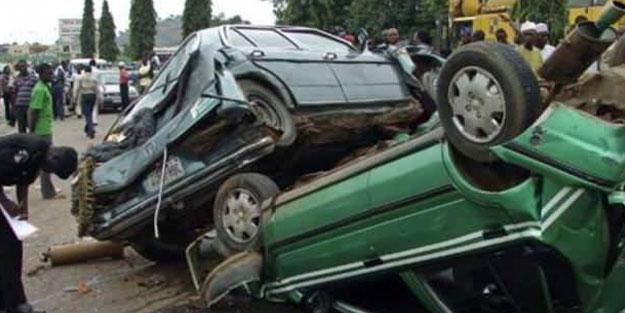 Nijerya'da trafik kazası! Çetelerle mücadeleye giderken öldüler