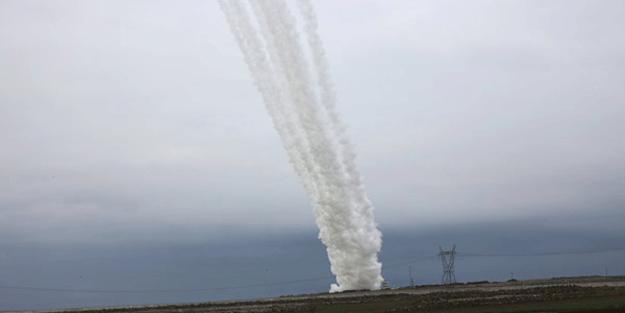 O anda fotoğraflandı! Türkiye gümbür gümbür ateşledi, roketler…