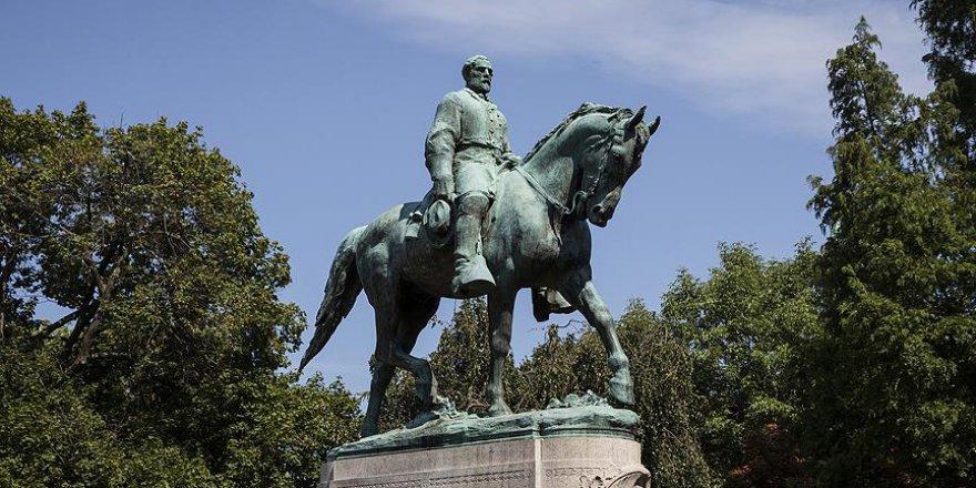 O kentin belediye başkanı 'heykeller'i kaldırmak için yetki istedi