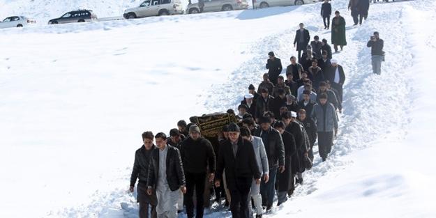 O ülkede 25 çocuk soğuktan öldü