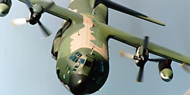 O ülkede askeri uçak düştü: 100 kişi öldü