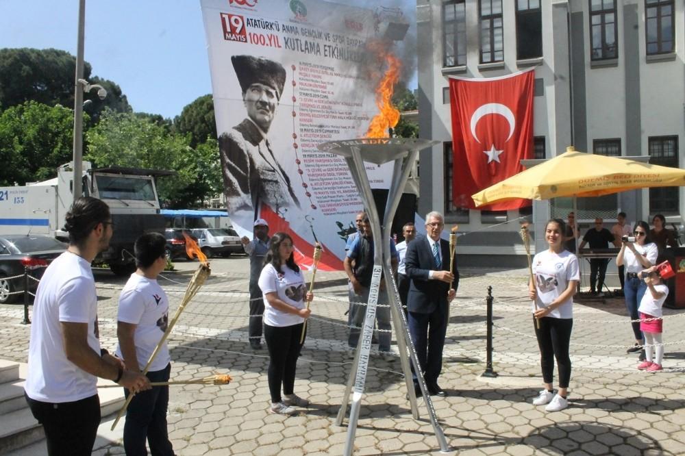 Ödemiş'te 19 Mayıs etkinlikleri meşalenin yakılmasıyla başladı