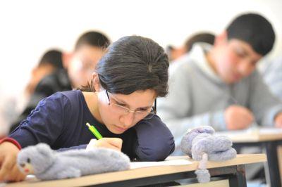 Öğrenciler Açıköğretim final sınavlarında ter döküyor