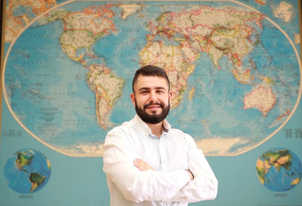 Öğrenciyken İspanya'da staj, Yunanistan'da iş fırsatı buldu