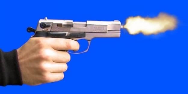 Okulda ateş eden öğrenciyi okulun müdürü durdurdu