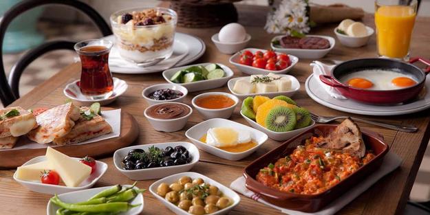 Okulların açılmasına 3 gün kala uzman diyetisyenden öneriler! Çocuğunuzu okula kahvaltısız göndermeyin