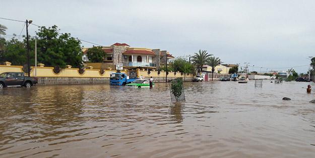 On binlerce kişi etkilendi! Ülkeye 2 yıllık yağmur bir günde düştü