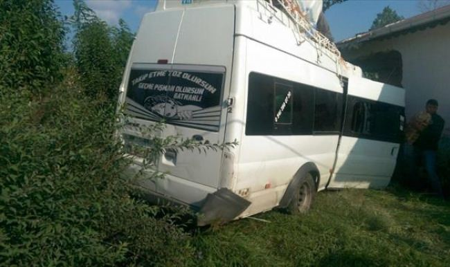 Ordu'da işçileri taşıyan minibüs eve girdi: 15 yaralı