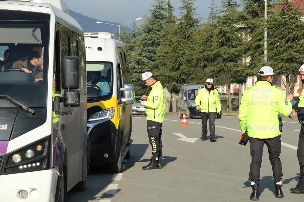 Ordu'da trafik kurallarına uymayan sürücülere ceza yağdı