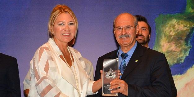 """""""Örnek Kıdemli Vatandaş Ödülü"""" Ozan Nihat'a"""