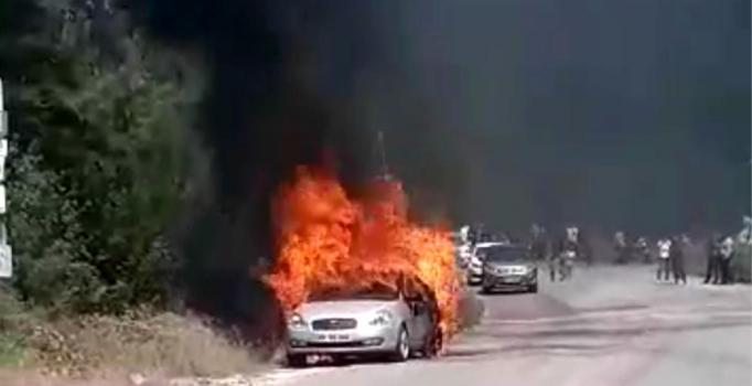 Osmaniye'de seyir halindeyken alev alan otomobil, yandı