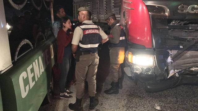 Otomobil ile TIR çarpıştı: 4 kişi öldü