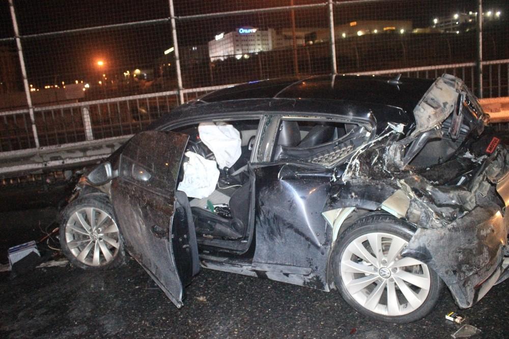 Otomobil kamyonete arkadan çarptı: 1'i ağır 3 yaralı