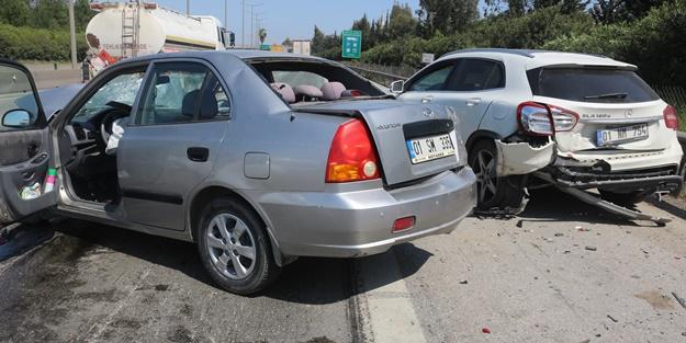 Otomobil park halindeki araca çarptı: 3 yaralı