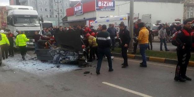 Otomobil TIR'a çarptı, 5 yaşındaki Efe öldü