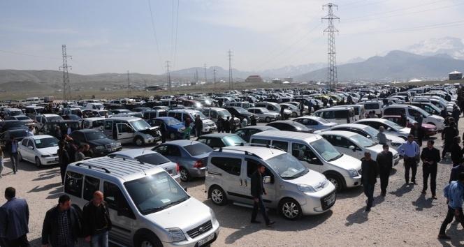 Otomobil ve hafif ticari araç satışları Nisan'da düştü