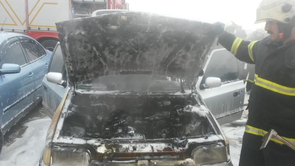 Otomobilde çıkan yangın itfaiye tarafından söndürüldü
