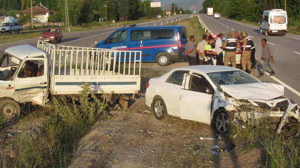 Otomobille kamyon çarpıştı: 5 kişi yaralandı