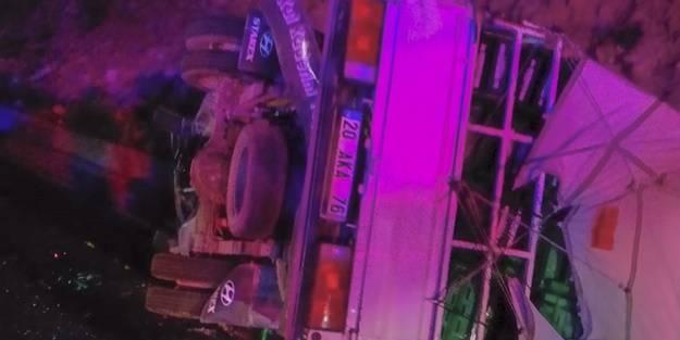 Otomobille kamyonet çarpıştı: Ölüler ve yaralılar var