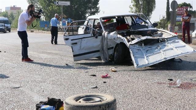 Otomobiller kafa kafaya çarpıştı: 2'si çocuk 10 yaralı