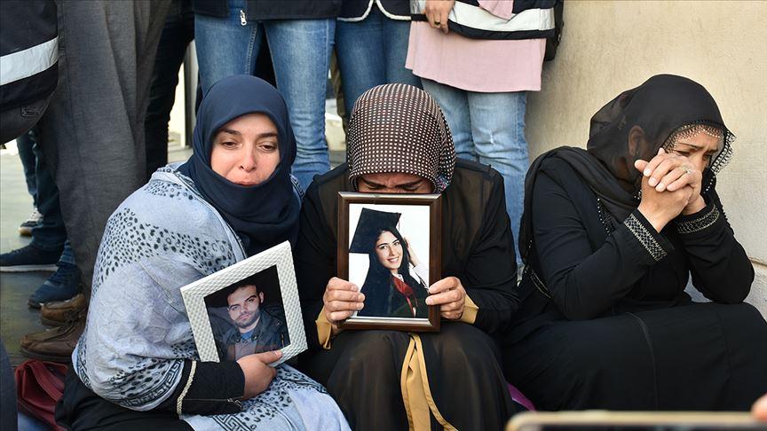 Oturma eylemi yapan Diyarbakır anneleri HDP'lilere tepki gösterdi