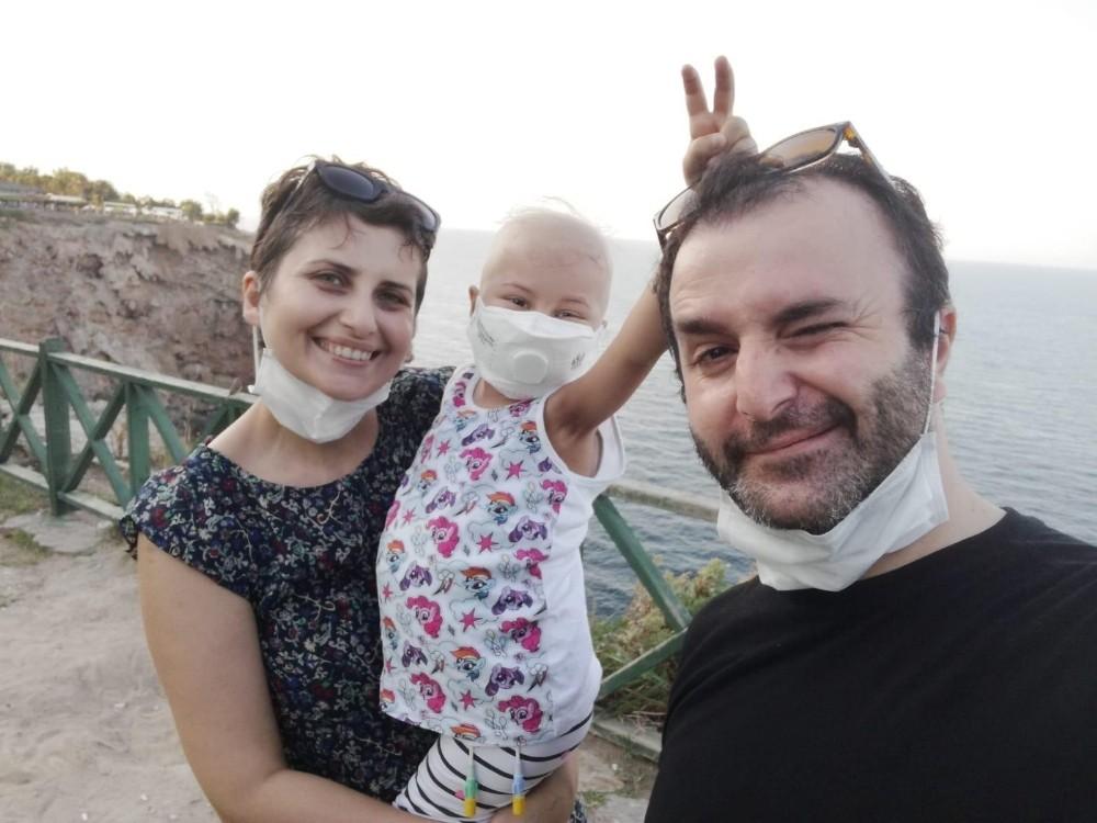 """Öykü Arin'den annesine zor soru: """"Bütün çocuklar eve gitmiş, ben niye hastaneye gidiyorum?"""""""