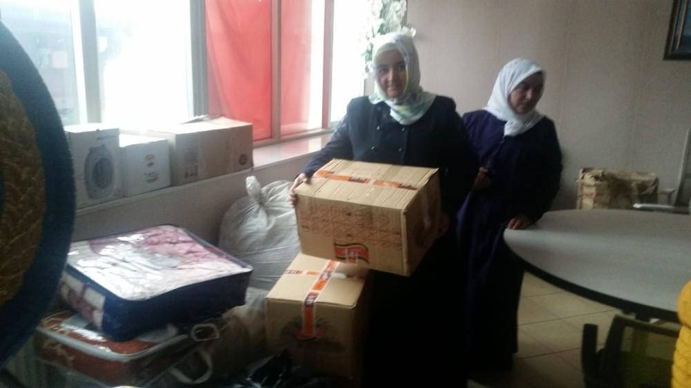 Özalplı kadınlardan depremzedelere atkı ve bere desteği