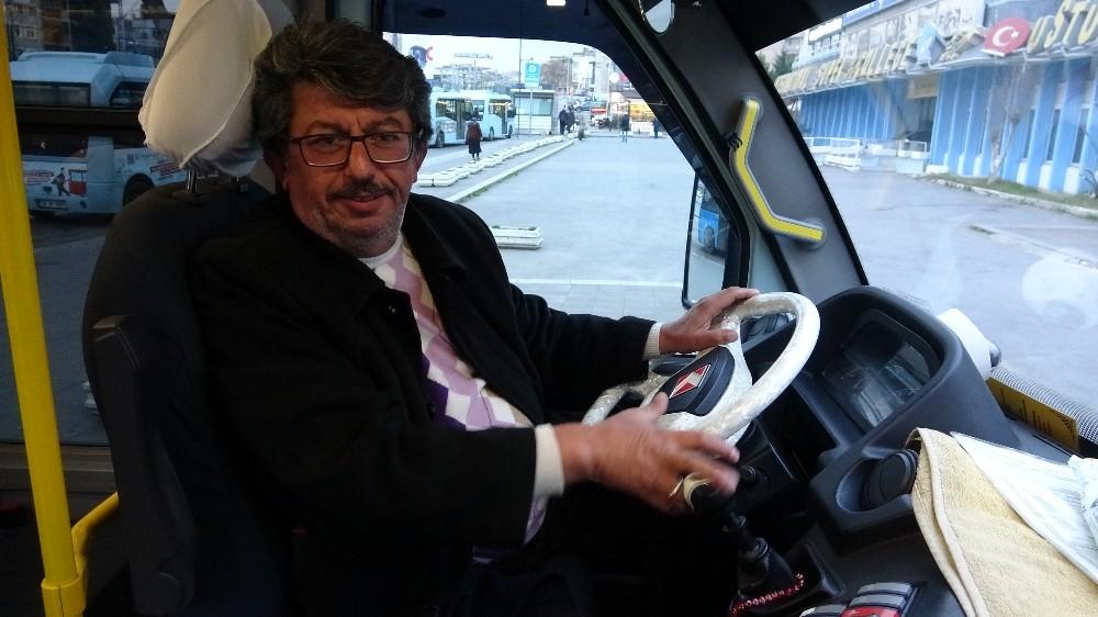 (Özel) Minibüste 46 yıllık emek ve birikimi olan bilgisayarı unuttu, şoför geri teslim etti