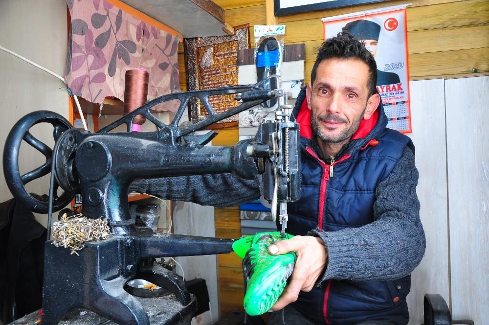 (Özel) Ayakkabı tamirciliği teknolojiye karşı emek mücadelesi veriyor