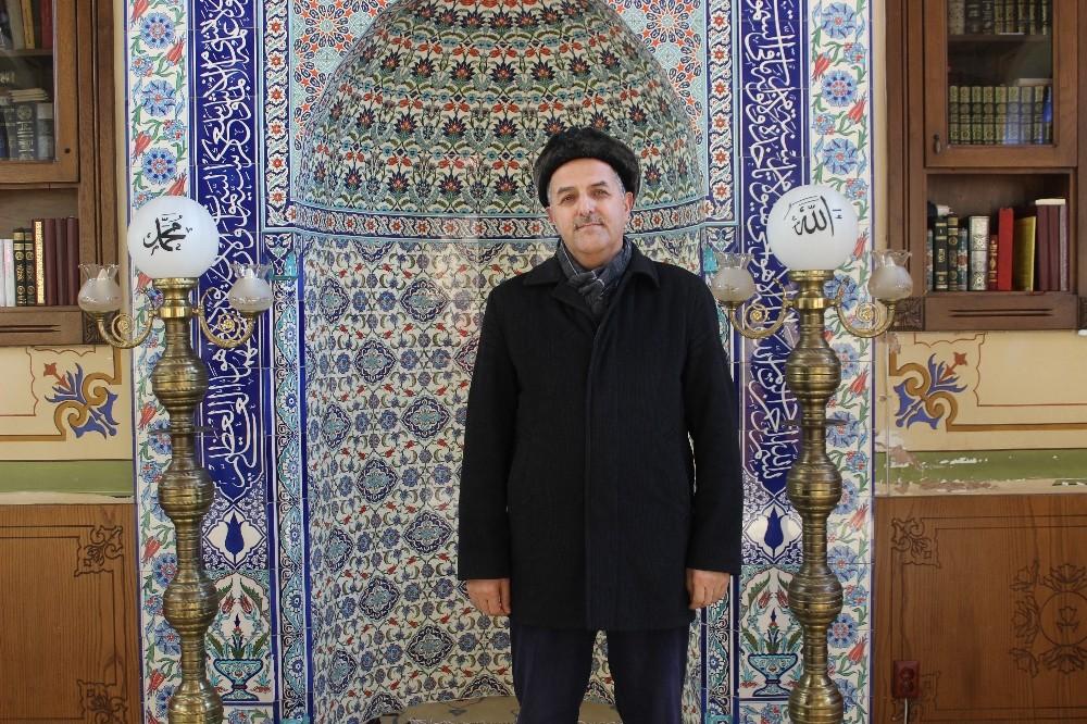 (ÖZEL) Beyoğlu'nda imam, evsizlere camiyi açtı
