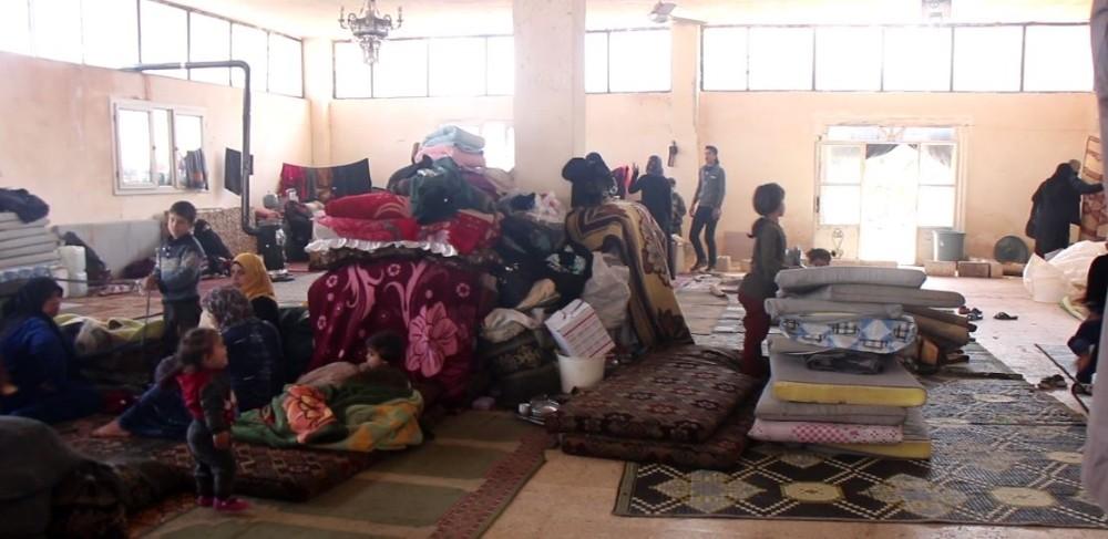 (Özel) Bombardımandan kaçan Suriyeliler mezarlıkta yaşıyor