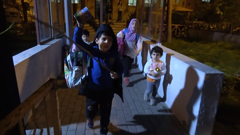 (Özel) Bursa'da yürek parçalayan aile dramı...4 çocuk polis nezaretinde yurda yerleştirildi