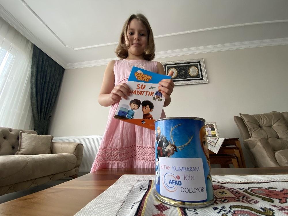 (ÖZEL) Evlerinde okudukları her bir kitap için AFAD'a para bağışlıyorlar