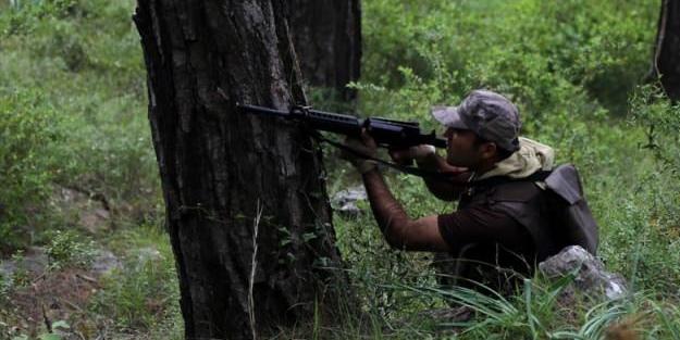 Özel harekat polisinden ormanda nefes kesen tatbikat