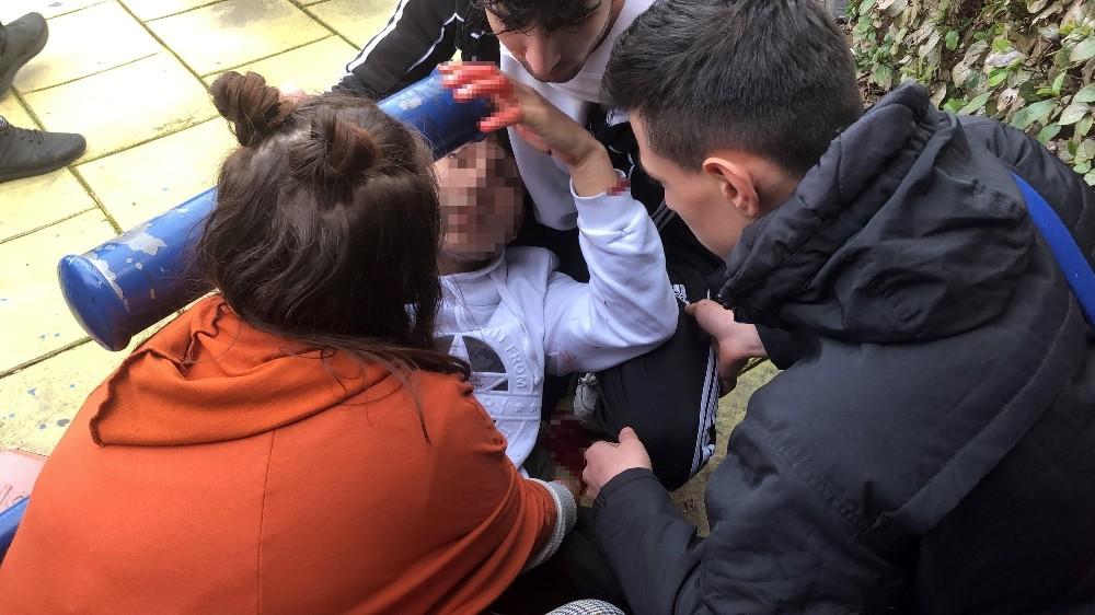 (Özel) Öğrencilerin okul çıkışı kavgasında kan aktı