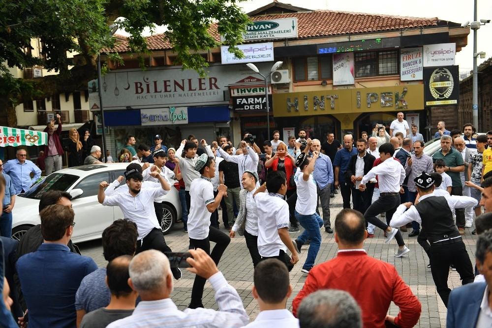 (ÖZEL) Uygur Türkleri, Çin tarafından yasaklanan 400 yıllık geleneklerini Bursa'da yaşattı