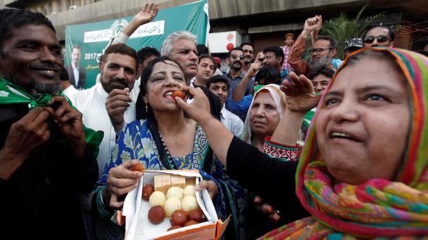 Pakistan Anayasa Mahkemesi: Başbakan Şerif görevde kalabilir