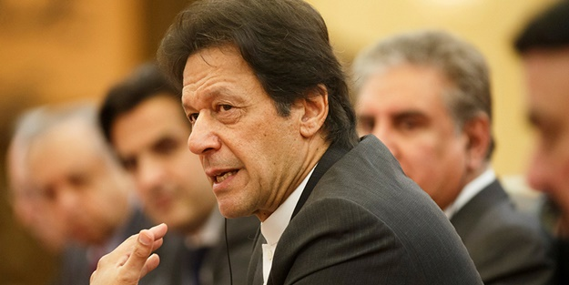 Pakistan başbakanının uçağı acil iniş yaptı!