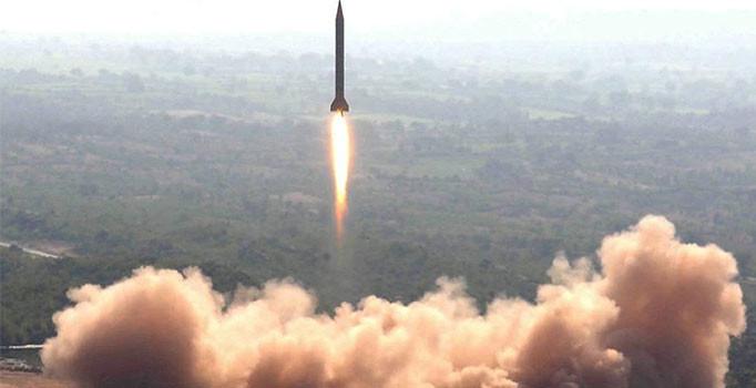 Pakistan Deniz Kuvvetleri füze denemesi yaptı