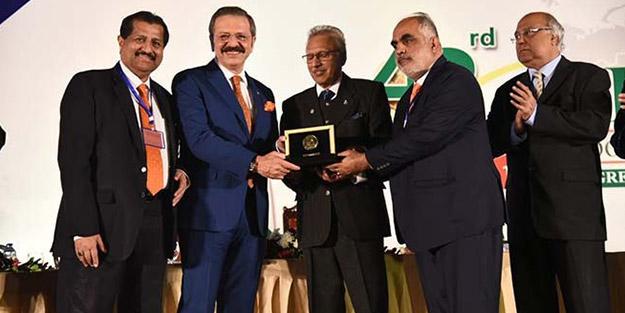Pakistan Devlet Başkanı'ndan Hisarcıklıoğlu'na ödül