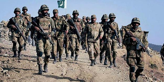 Pakistan Hindistan'a karşı 20 bin askerini harekete geçirdi
