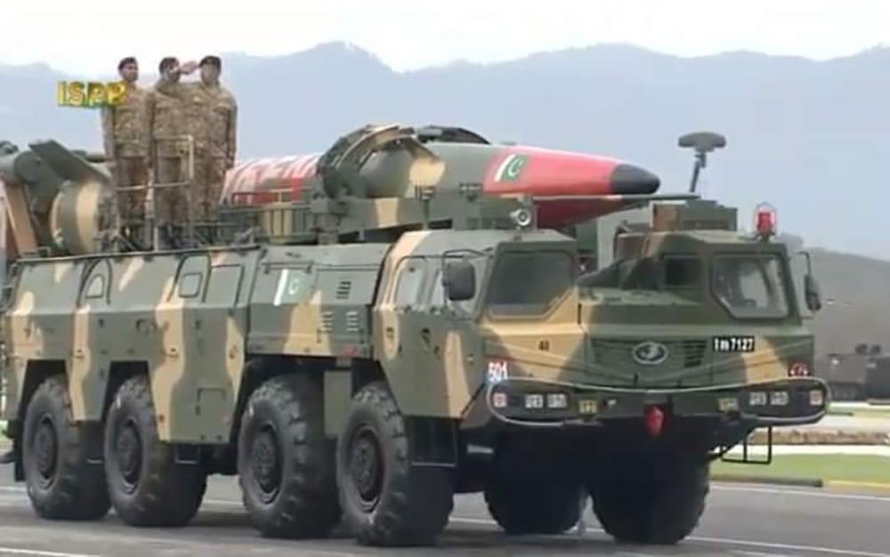 Pakistan Milli Günü askeri törenle kutlandı