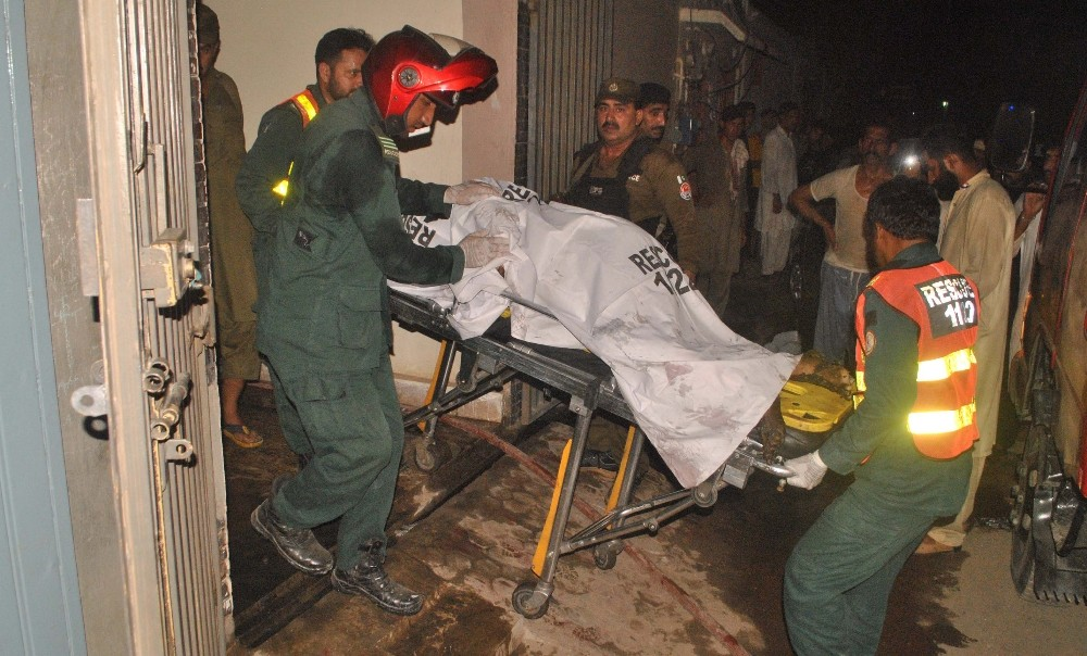 Pakistan'da aile faciası: 9 ölü