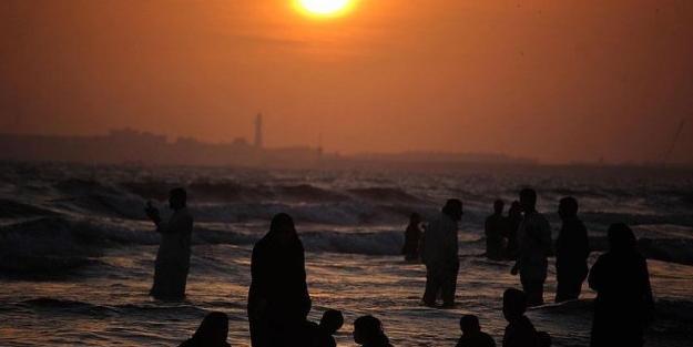 Pakistan'da derece 53,5'i gösterdi