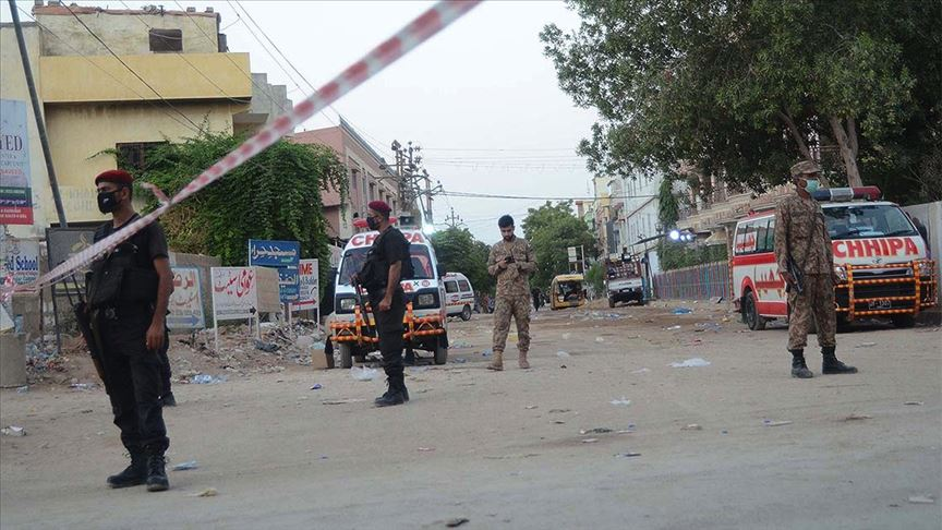 Pakistan'da silahlı saldırı: 4 saldırgan etkisiz hale getirildi, 2 sivil yaşamını yitirdi