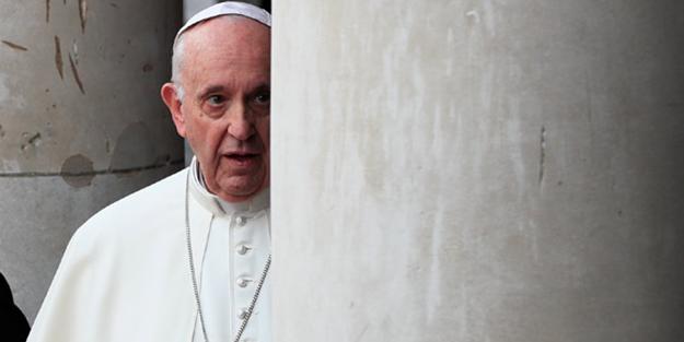 Papa o isimlere seslendi! 'Teslim olun'