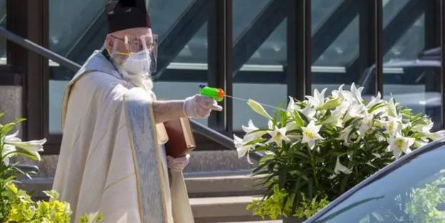 Papaz çözümü su tabancasında buldu