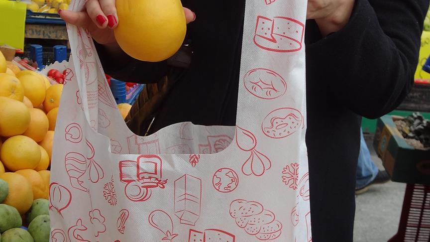 Paris'te marketlerde plastik poşet yasağı