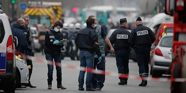 Paris'te silahlı saldırı: 2 polis öldü!